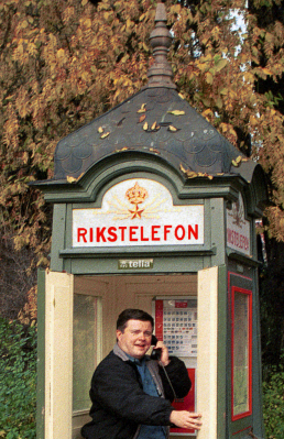RG in Swedish phone booth